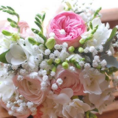 růže a nevěstin závoj