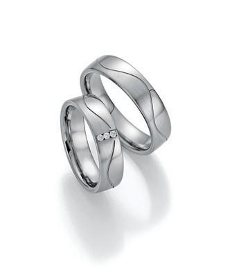snubni-prsteny-sbrilianty-z-modernich-materialu-001-20160407083244